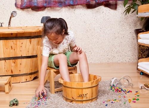 Как парить ноги с горчицей ребенку и взрослому при кашле, простуде или насморке
